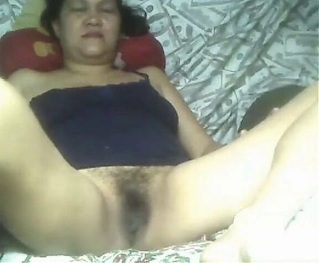 Mature Pinay Vhenize shows hairy pussy