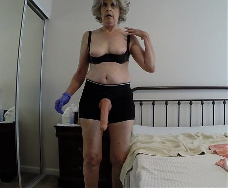 Granny fucks her gimp in the ass...