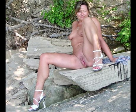 MILFs and Matures wearing High Heels (1)