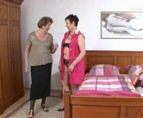 German mature ladies make out with each other