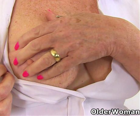 British grandma Zadi loves toying her old cunt with dildo