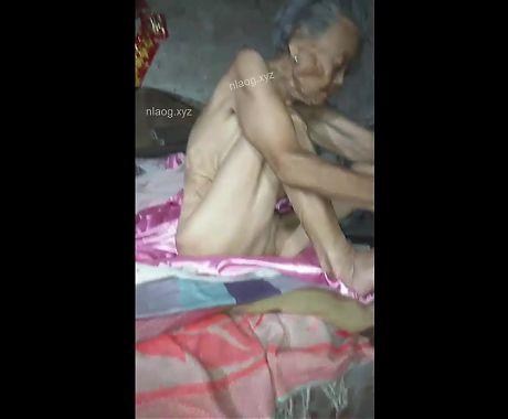 Chinese granny15