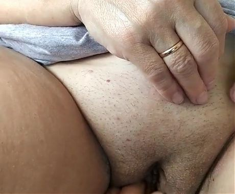 showed a thick shaved pussy