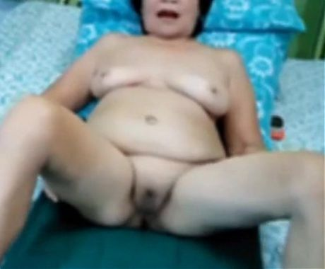Granny Filipino webcam girl